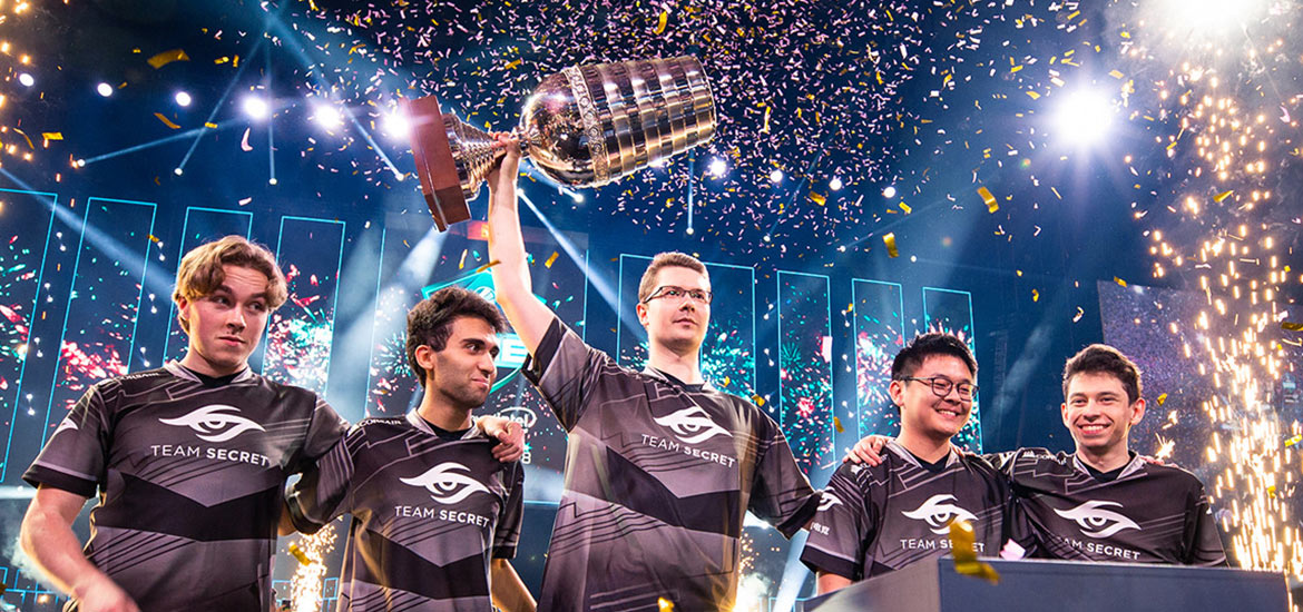 Team Secret lifting the ESL trophy