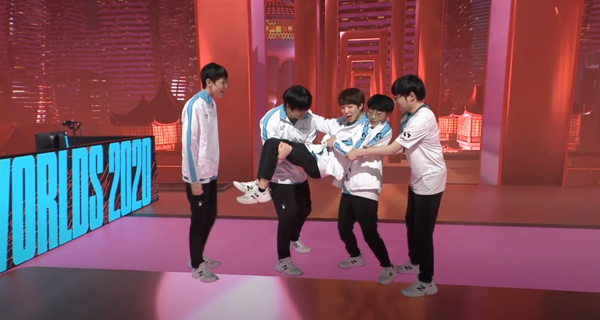 DAMWON gaming chose to style on G2 after their defeat, imitating their victory celebration